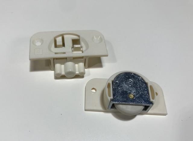 引き戸の戸車加工とVレールの取り付け方